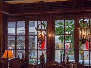 青山壹番館 室内のランプ