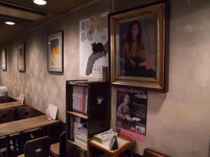 喫茶ルオー 壁一面の絵画