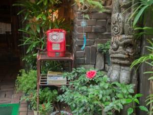 さぼうる 赤電話とトーテムポール