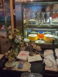 ロージナ茶房 レジ横の手作り雑貨
