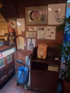 珈琲タイムス レジカウンター脇の公衆電話