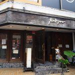 パリの名店にも劣らない、街角の社交場「カフェ・ド・フロール」