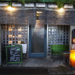 無国籍な街に相応しい、秘密基地めいた「喫茶バー ナイマ」